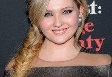 Frisuren Abigail Breslin Zopf Geflochten Haarfarbe Blond DFree / Shutterstock.com
