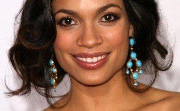 Frisuren Rosario Dawsons Hochsteckfrisur s_bukley / Shutterstock.com