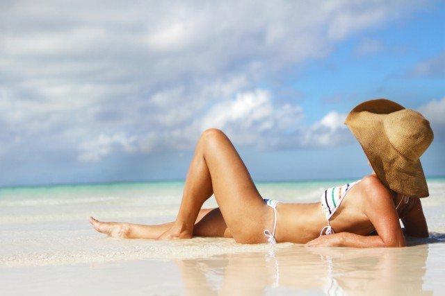 Sonnenschutz-der-Haare-mit-Sonnenhut