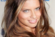 Adriana Lima Frisuren Langhaarfrisuren Beachlook Braun Blond Everett Collection / Shutterstock.com