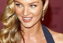 Candice Swanepoel Frisuren Blond Langhaarfrisuren Seitlich Wellen Joe Seer / Shutterstock.com