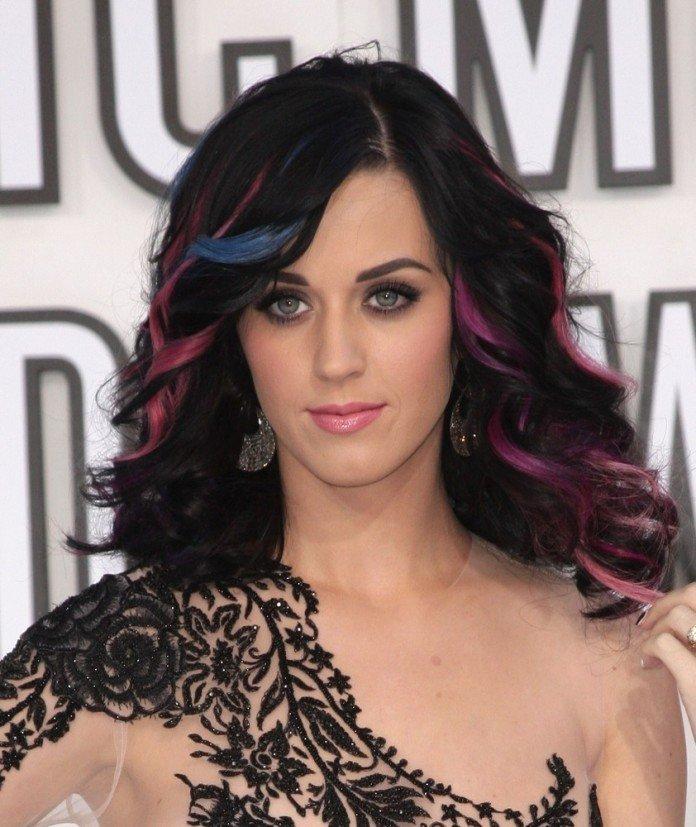 Katy Perry Frisuren Langhaarfrisuren Bunt Strähnen Schwarz Everett Collection / Shutterstock.com