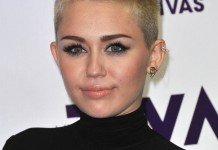 Miley Cyrus Frisuren Blond Kurzhaarfriur Pixie Cut DFree / Shutterstock.com