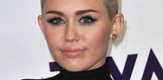 Miley Cyrus Frisuren Blond Kurzhaarfriur Pixie Cut DFree / Shutterstock.com