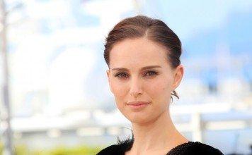 Natalie Portman Frisuren Langhaarfrisur Zopf Glatt Dunkel Denis Makarenko / Shutterstock.com