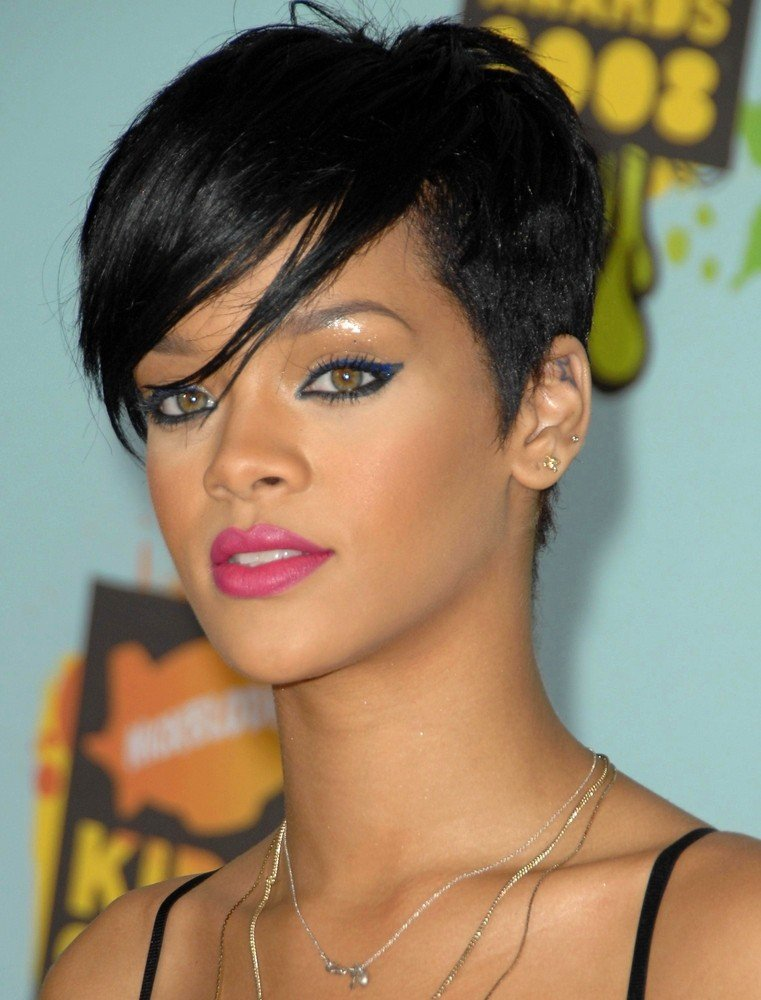 rihanna frisuren frisuren magazin. Black Bedroom Furniture Sets. Home Design Ideas