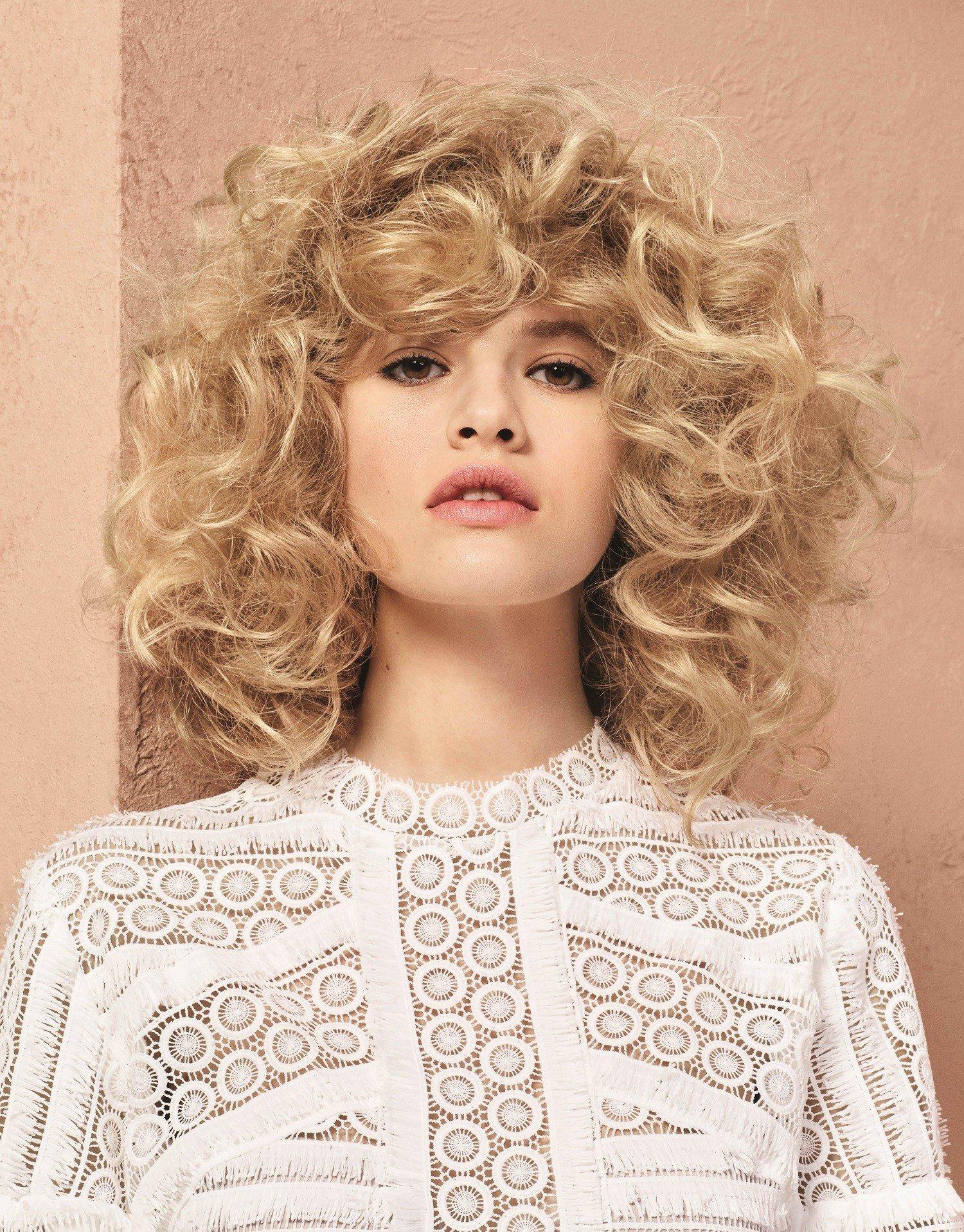 loreal wuschelkopf locken frisur blond frisuren magazin. Black Bedroom Furniture Sets. Home Design Ideas