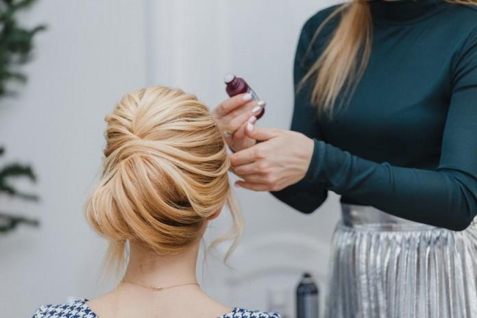 Haarausfall Ursachen Gründe Frauen Hilfe