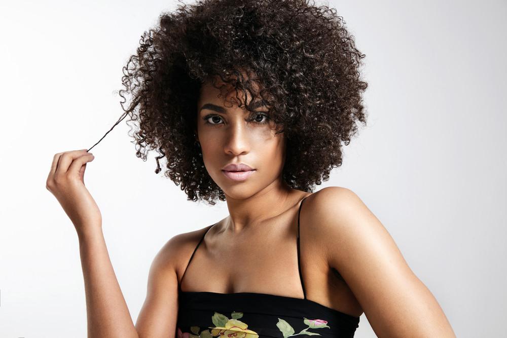 Dunkler Hauttyp - Haarfabe Schwarz Braun