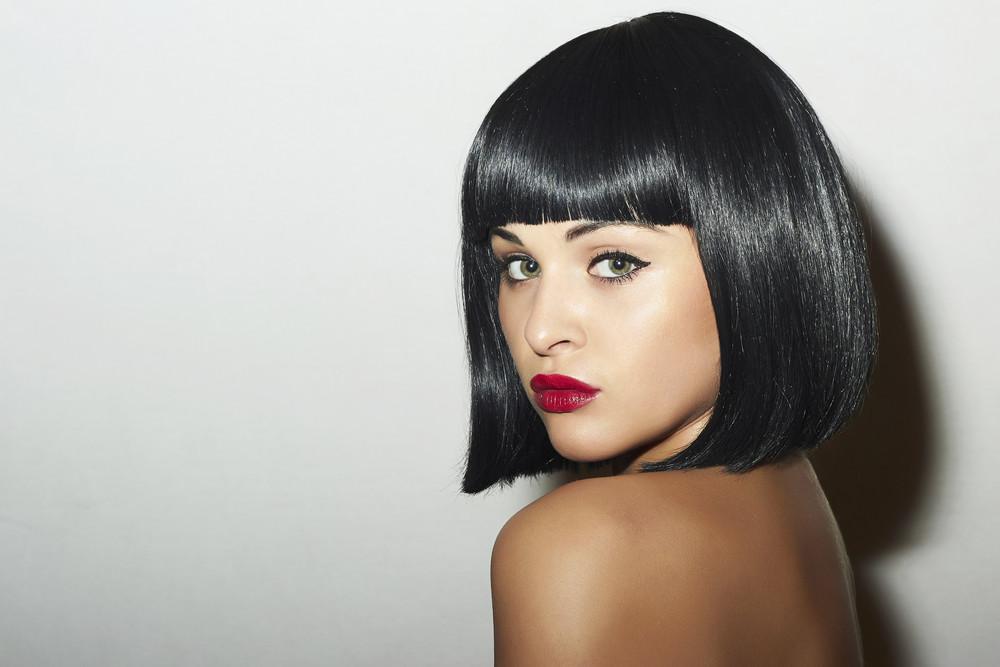 Hauttyp Porzellan - Schwarze Haarfarbe