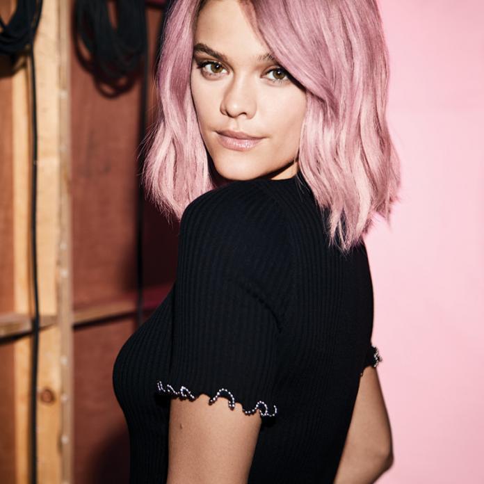 Longbob Frisur Pastel Pink Tönung REDKEN