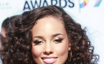 Alicia Keys Frisuren Langhaar Glatt Locken Volumen Volles Haar Hochsteckfrisur Joe Seer Shutterstock.com