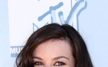 Liv Tyler Frisuren Hairstyle Arwen Brunett Longbob Langhaar Longbob s_bukley Shutterstock.com