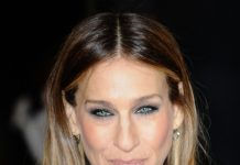 Sarah Jessica Parker Frisuren Hairstyle Langhaarfrisur Locken Featureflash Photo Agency Shutterstock.com (3)