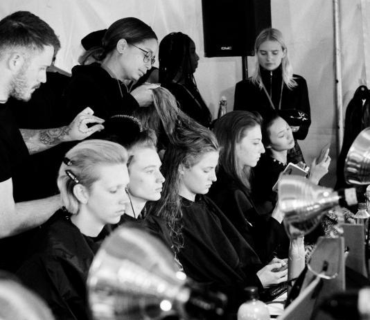 Internationale Fashion Weeks - REDKEN Creative Director Guido Palau stylt die Looks Herrera Show REDKEN/Fotocredit: Jane Kratochvil